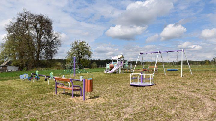 Budowa placu zabaw na Wielkim Łanie